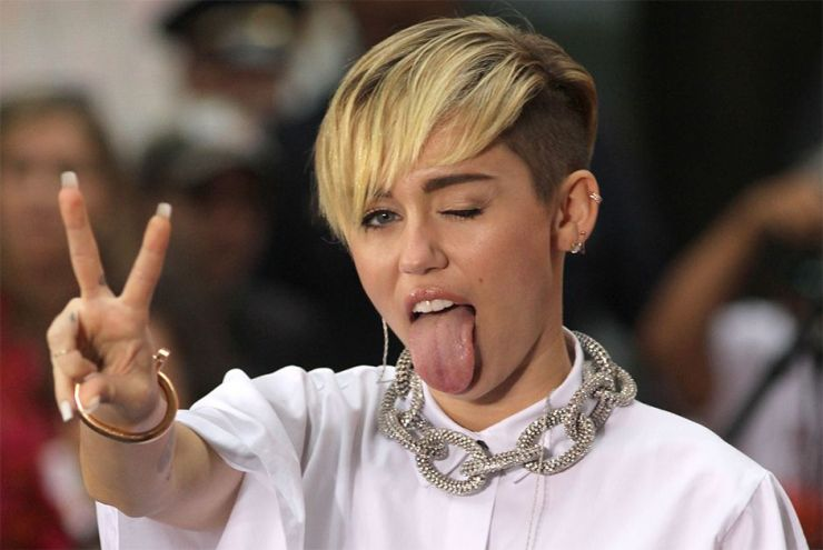 Miley Cyrus é hospitalizada e cancela shows nos EUA
