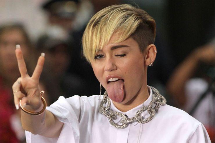 Miley Cyrus é hospitalizada e cancela shows nos EUA