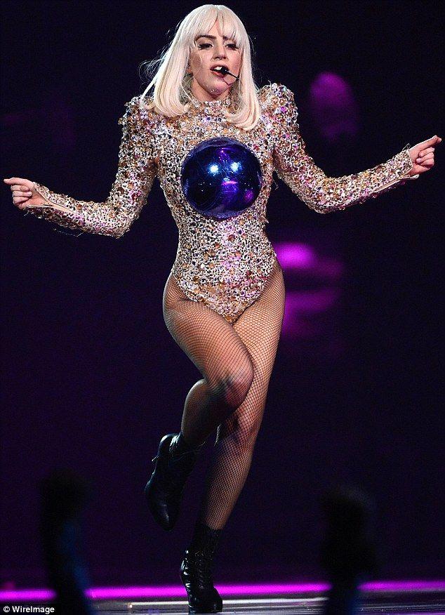 Confira trecho do novo show de Lady Gaga