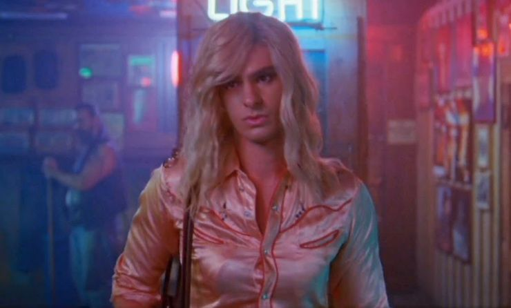 Andrew Garfield é um travesti em novo clipe do Arcade Fire