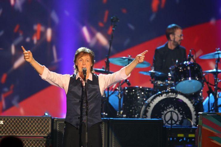 Paul McCartney volta a transferir shows por causa da sua saúde