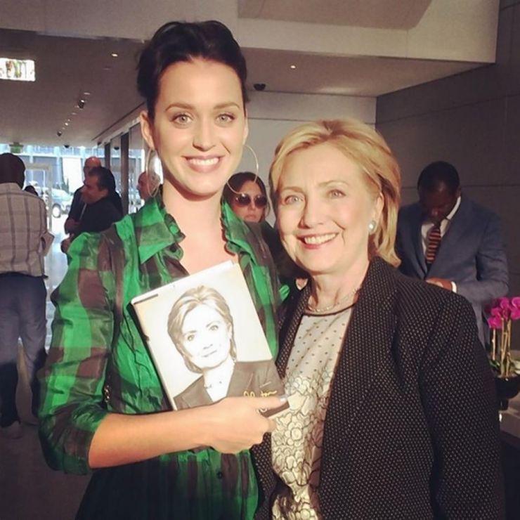 Kate Perry se oferece para escrever música para Hillary Clinton