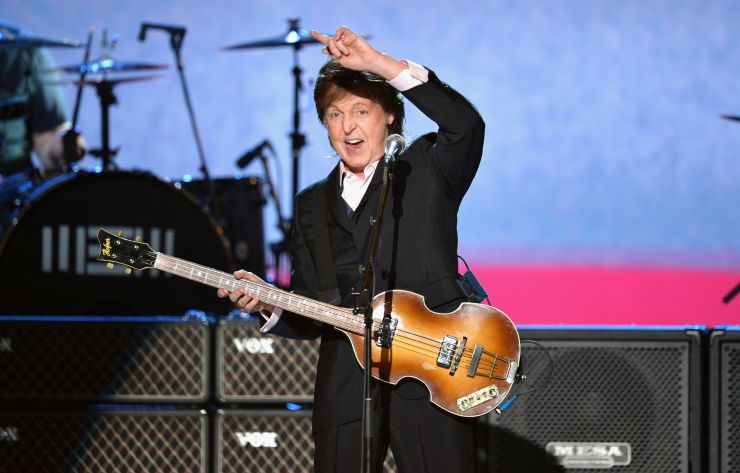 Paul McCartney divulga vídeo tranquilizando fãs