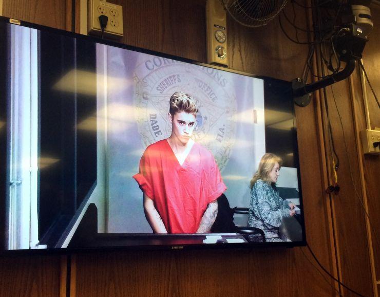 Justin Bieber tem seu julgamento adiado mais uma vez