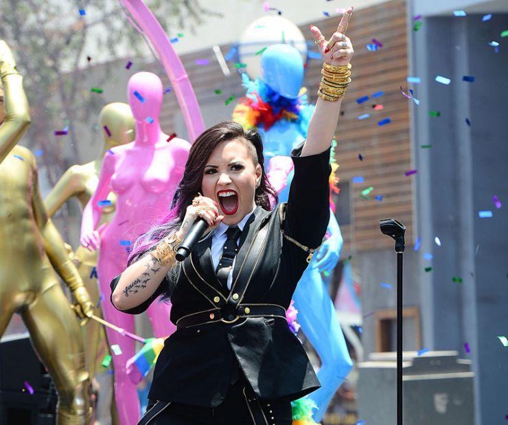 Demi Lovato divulga vídeo de bastidores do novo clipe