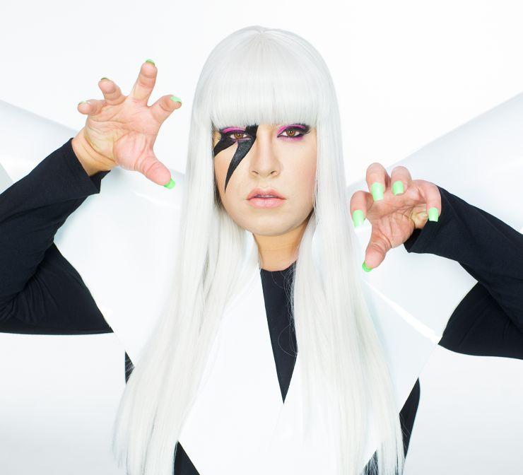 Tiago Abravanel aparece irreconhecível como Lady Gaga