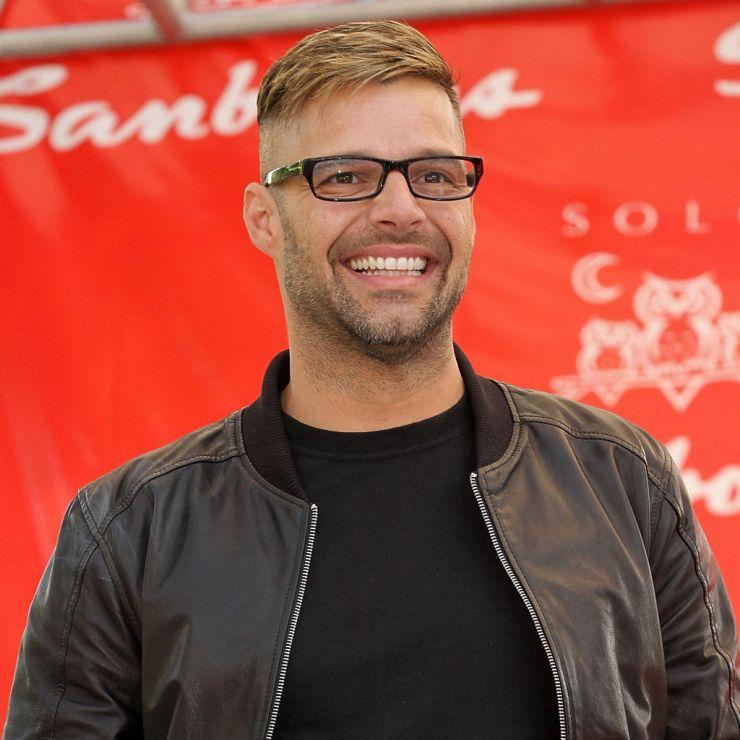 Ricky Martin compara educação com ereção e causa polêmica