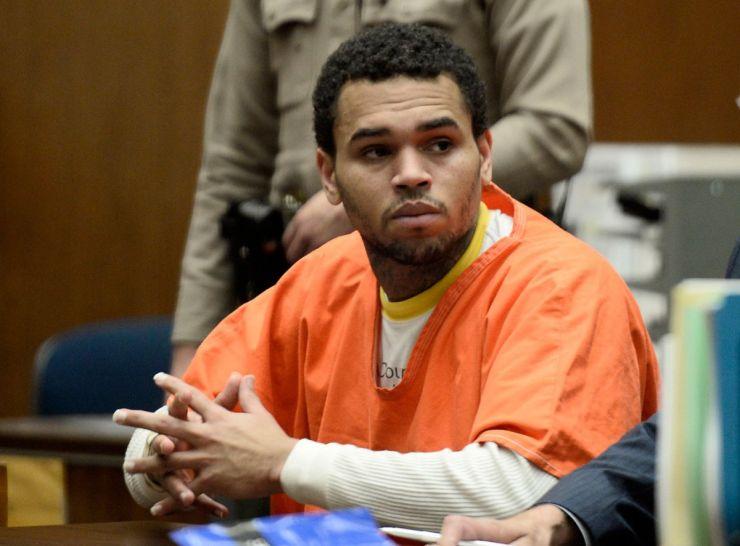 Chris Brown afirma que já fez as pazes com Rihanna