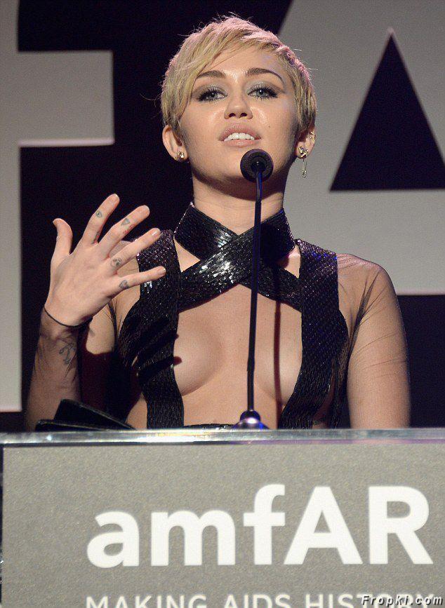 Miley Cyrus admite ter doado 500 mil dólares em baile de caridade