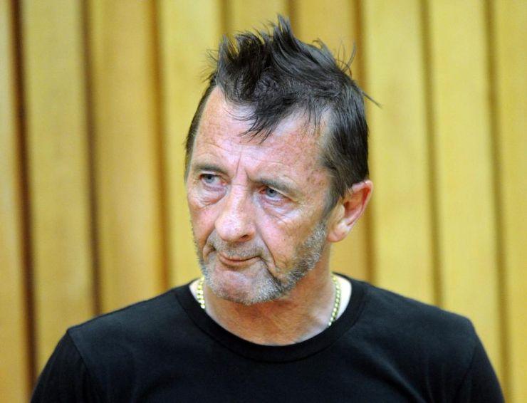 Baterista do AC/DC é acusado de tentativa de assassinato e posse de drogas