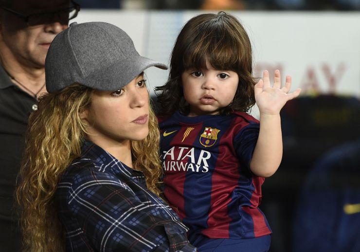 Shakira pede para imprensa parar de perseguir seu filho