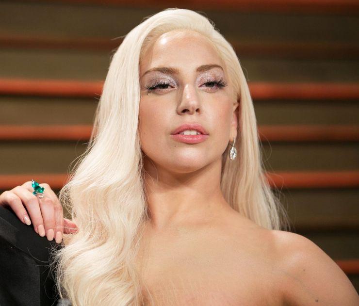 Lady Gaga afirma que foi violentada no passado