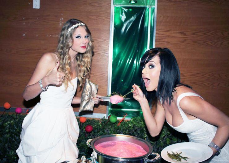 Restaurante cria menu especial satirizando rivalidade entre Katy Perry e Taylor Swift
