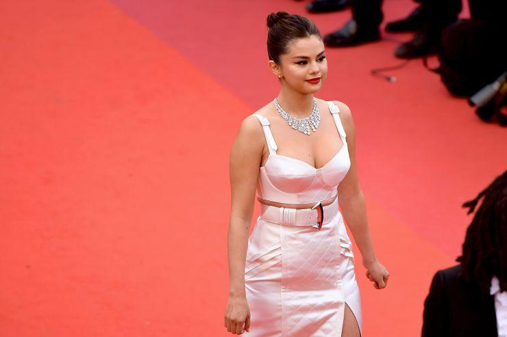 """Selena Gomez afirma que redes sociais são """"terríveis"""" para a sua geração"""