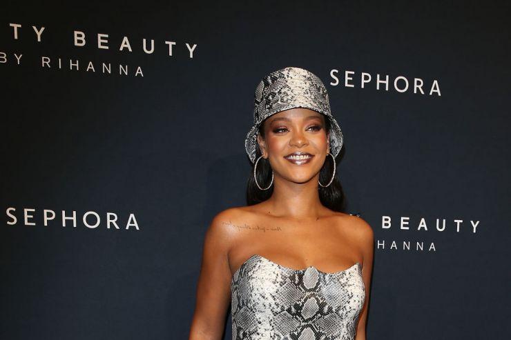 Rihanna afirma estar apaixonada e confessa desejo de ter filhos