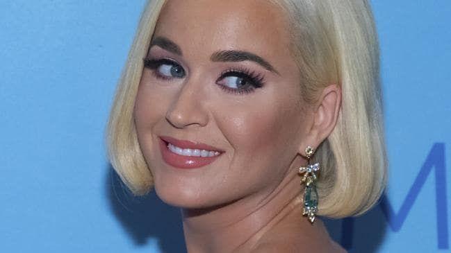 Katy Perry é processada por publicar foto de si mesma feita por um paparazzi