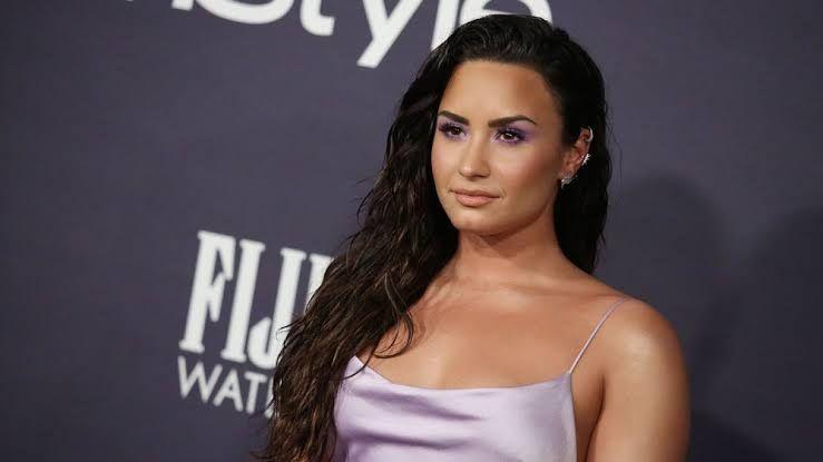 Demi Lovato anuncia retorno em breve