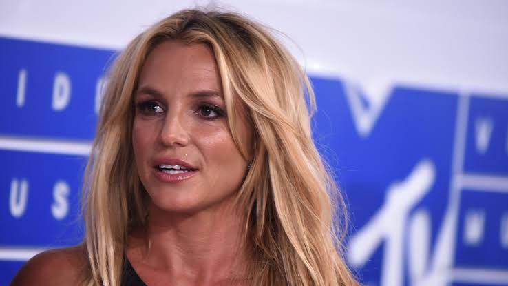 """Britney Spears utiliza rede sociais pra críticas """"haters"""""""