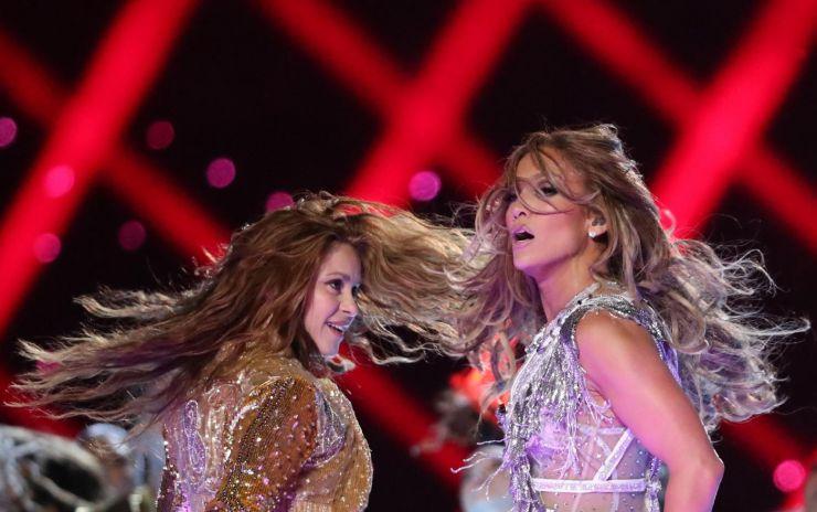Shakira e Jennifer Lopez se apresentam no intervalo do Super Bowl