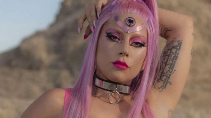 Lady Gaga anuncia adiamento do lançamento do novo álbum