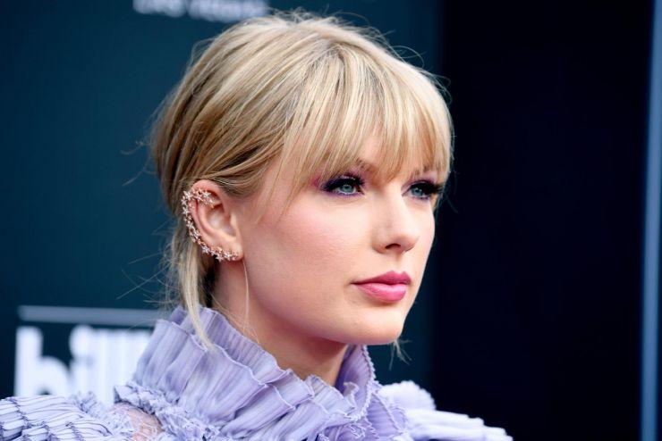 Taylor Swift doa mais de R$ 60 mil para duas mulheres desempregadas