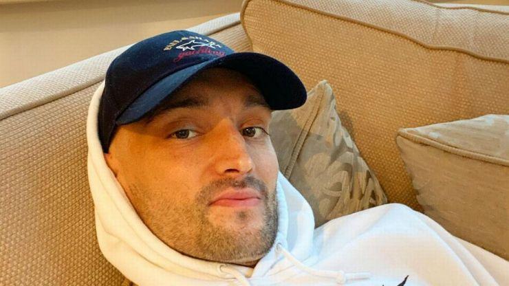Tom Parker atualiza fãs sobre sua condição de saúde