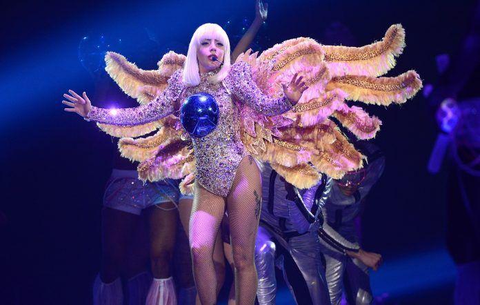 """Fãs de Lady Gaga fazem campanha para lançamento de """"ARTPOP"""" parte 2"""