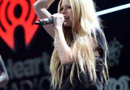 Avril Lavigne anuncia turnê de shows no Brasil