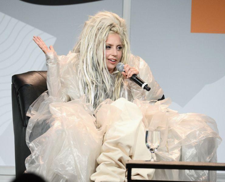 Música nova de Lady Gaga cai na rede