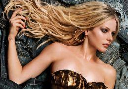 "Avril Lavigne divulga sua versão de ""Breakaway"""