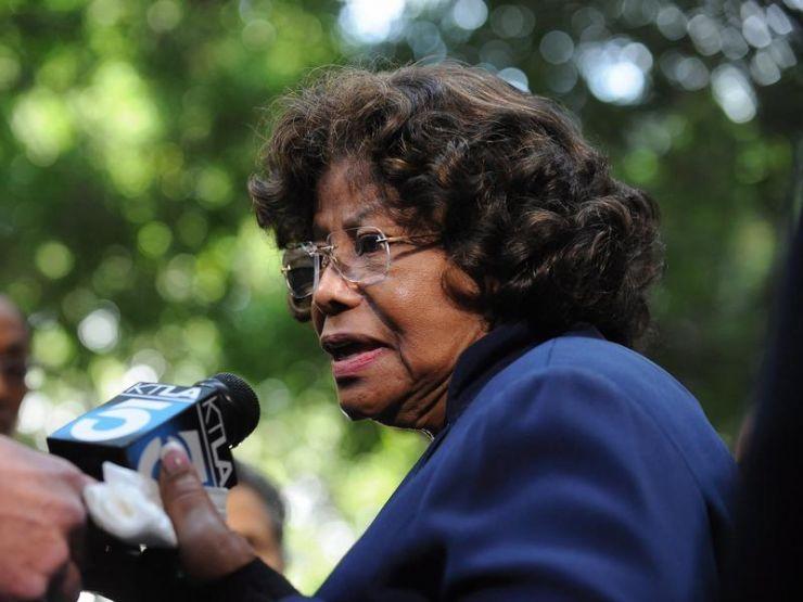 Mãe de Michael Jackson é condenada a pagar US$ 800 mil à produtora