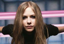 """Avril Lavigne faz show considerado """"tímido"""""""