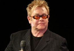 Elton John faz elogios ao Papa Francisco