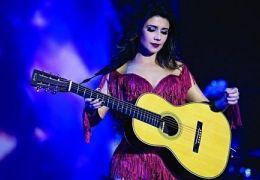 Paula Fernandes investe em show cheio de tecnologia na atual turnê