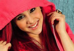 Ariana Grande imita cabelo de personagem de Star Wars