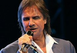 Justiça proíbe Tiririca de utilizar paródia de música de Roberto Carlos