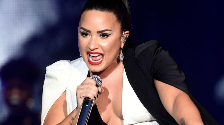 Demi Lovato pede tempo e espaço para se curar