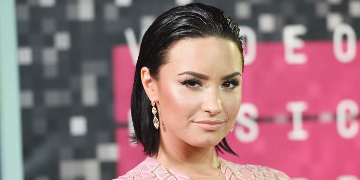 Demi Lovato volta a atacar tabloides