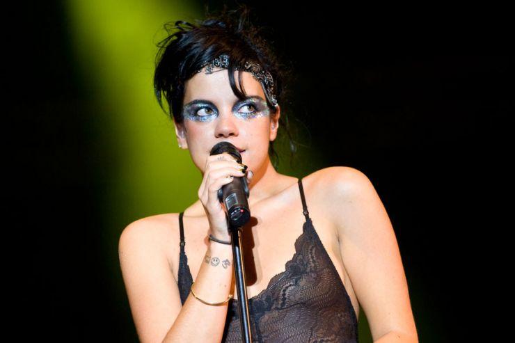 Lily Allen fará show gratuito no Brasil