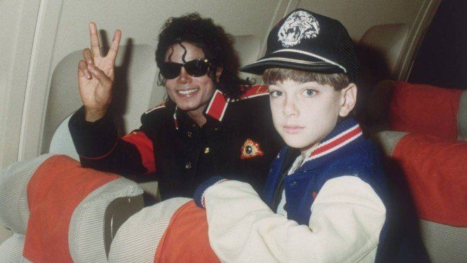 Diretor promete sequência de documentário com acusações contra Michael Jackson