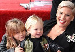 Pink afirma que não vai mais compartilhar imagens da família nas redes sociais