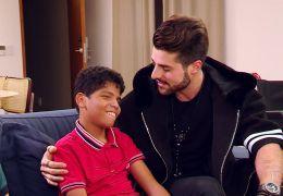 Alok divide palco com fã deficiente que viralizou na internet