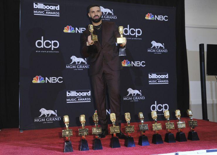 Drake bate recorde no Billboard Music Awards e leva 12 prêmios