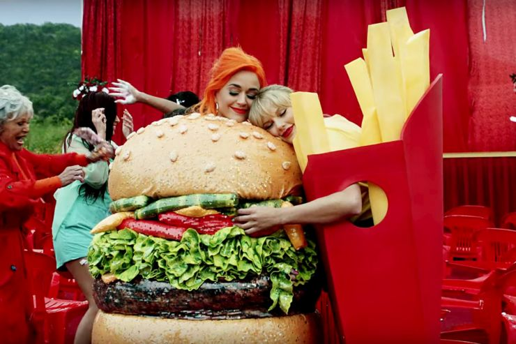 Katy Perry conta como fez as pazes com Taylor Swift