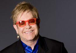 Elton John celebra 29 anos de sobriedade
