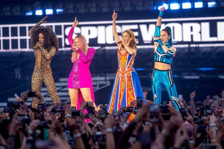 Turnê das Spice Girls teria sido cancelada em função de briga entre Mel B e Geri