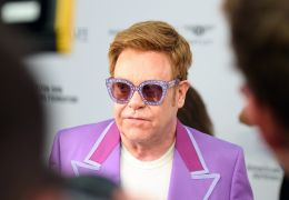 """Elton John critica trilha sonora do novo filme do """"Rei Leão"""""""