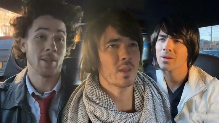 """Jonas Brothers recriam cena do filme """"Camp Rock"""""""