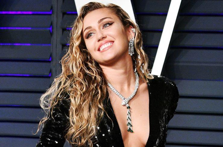 Miley Cyrus revela que está sóbria há seis meses