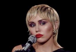 Miley Cyrus reclama de postura machista de diretores do VMA 2020